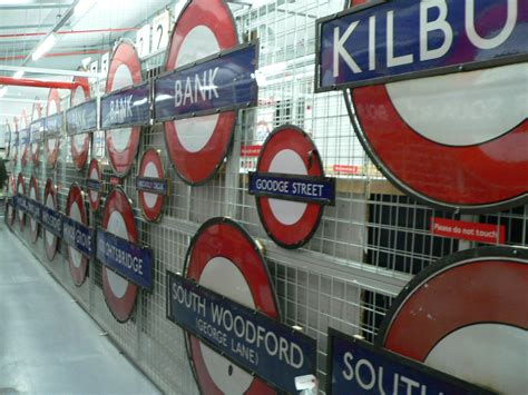 design museum london underground station file gb ltmd signs station roundels2 jpg wikimedia commons