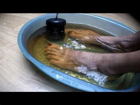 Toxin Foot Bath Detox by Could Detox Foot Baths Actually Remove Toxins From Your