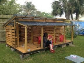 cabane enfant solde best 25 pallet playhouse ideas on pallet