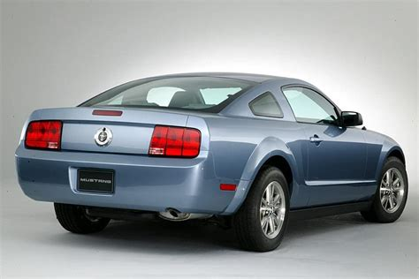 2005 ford mustang overview cars
