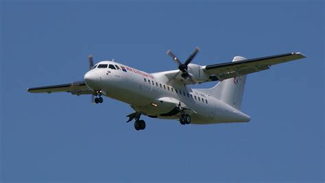 Pictures Of Planes by File Air Lithuania Atr 42 Jpg Wikimedia Commons