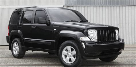 how to fix cars 2012 jeep grand cherokee free book repair manuals 2012 13 jeep cherokee recalled for headrest fix
