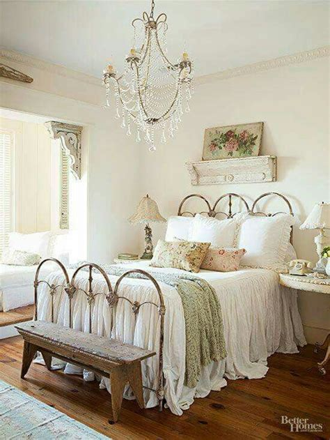 Cottage Style Bedroom Ls by Best 25 Shabby Chic Bedrooms Ideas On Shabby