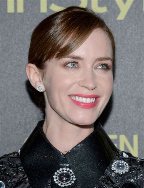 emily blunt s changing looks instyle com emily blunt in marc jacobs hfpa and instyle celebrate
