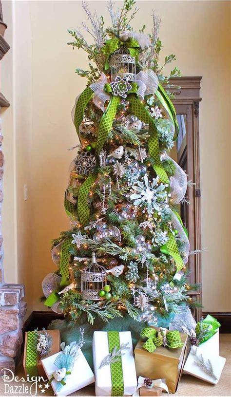 formas de decorar tu arbol de navidad con liston 2