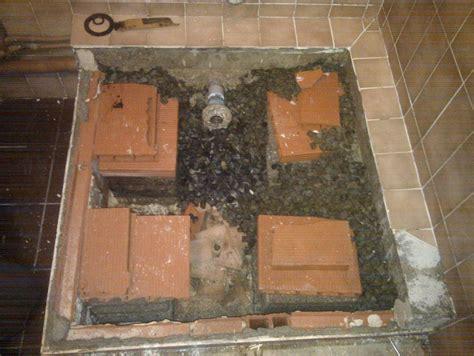 des gravillons sous notre receveur de douche