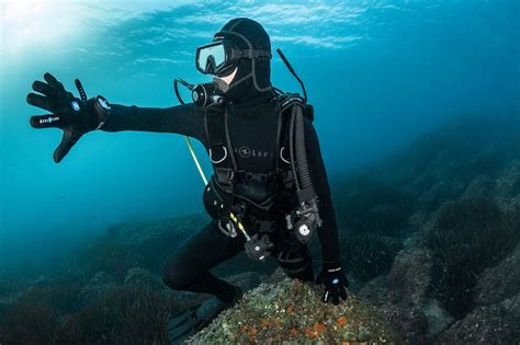 scuba dive equipment top 10 best dive gloves of 2018 the adventure junkies