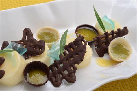 el enrejado in english mousse de kinotos y cardamomo en enrejado de chocolate con