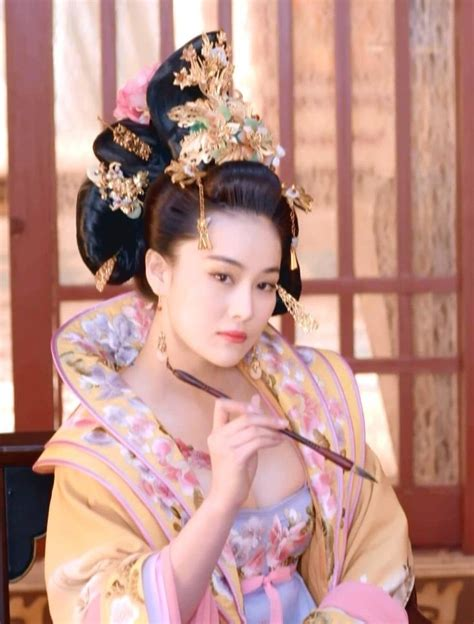 chinese film empress hanfu traditional chinese costume zhang xinyu in empress