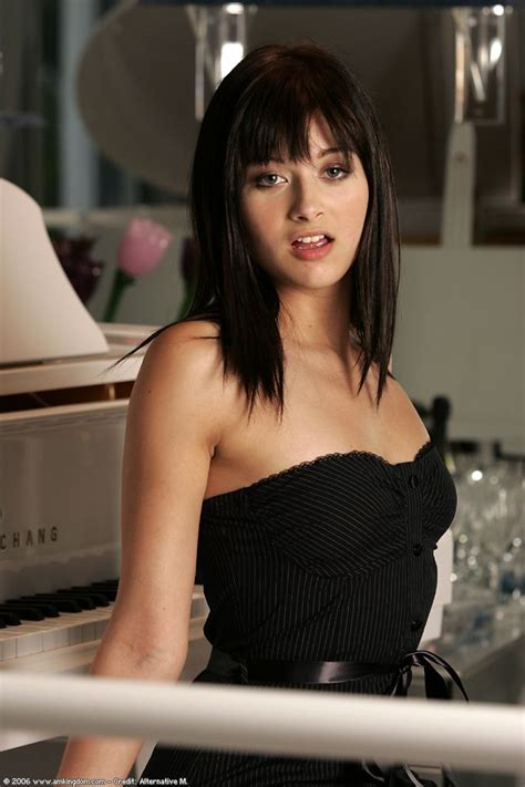 1000  images about Dark Bob Hairstyle with Bangs on