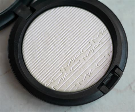 mac beaming blush extra dimension skinfinish review mac cosmetics extra dimension skinfinish in soft frost and