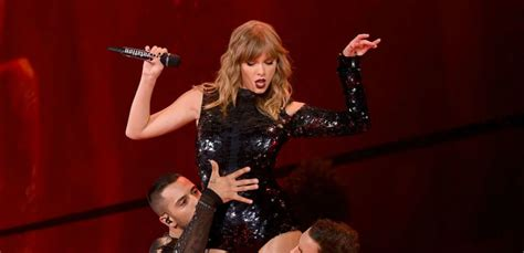 taylor swift engaged july 2018 taylor swift is a third wheel as fans get engaged in front