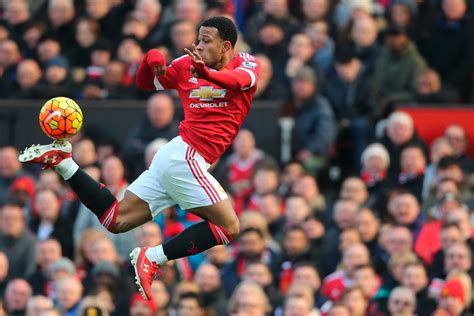 manchester united arsenal premier league should depay leave manchester united for the sake of his