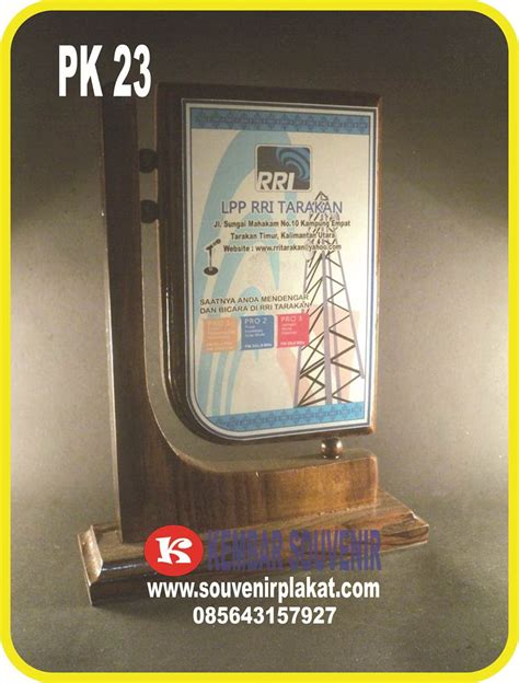 Plakat Penghargaan Aneka Plakat Custom plakat trophy jual aneka macam plakat piala