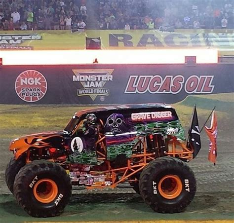 monster truck drag racing 17 best images about grave digger monster truck on