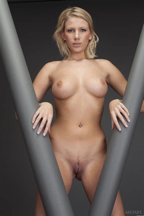 Presenting Danielle Maye Met Art Nude Photo Gallery Photo