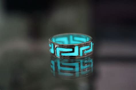 Exquisite New Glow In The Silver Color Ring Vintage T2909 celtic band ring glow in the sterling silver 925