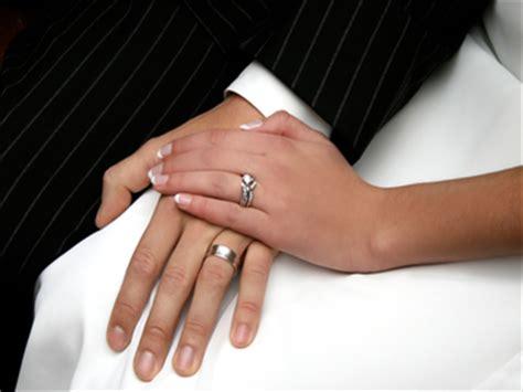 Verlobungsring Mann Und Frau by Avulsion Trending 7 12 2016 Merriam Webster