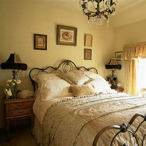 Vintage Bedroom Decor by Vintage Bedroom Bedroom Furniture Decorating Ideas