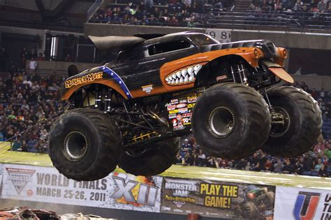monster jam dog image gallery monster mutt