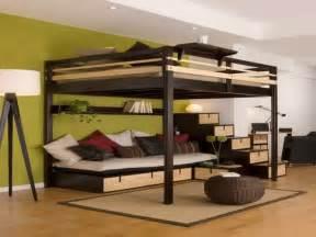 hochbett mit sofa drunter hochbett f 252 r erwachsene 30 ideen archzine net
