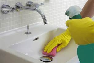 cleaning the bathtub how to clean a bathroom in 15 minutes