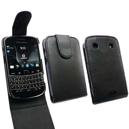 Flip Cover Disney Type Blackberry Dakota 9900 blackberry bold 9900 flip black mobilefun nl