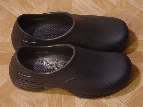 slip resistant clogs for tredsafe black unisex pepper slip resistant clogs size