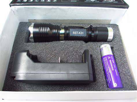 Senter Rst senter flashlight cree adjustable focus zoom sinar bisa