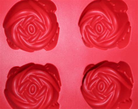 imagenes de tabletas rosas rosas de chocolate rellenas de fresas