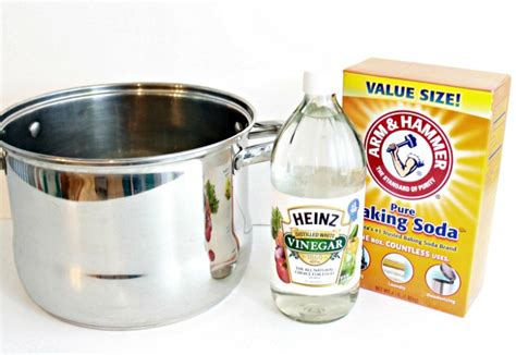 Cleaning Kitchen Cabinets With Vinegar by How To Clean Burnt Pans With Vinegar And Baking Soda