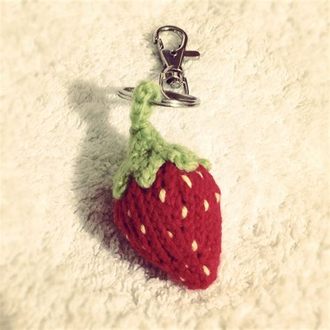 knitting pattern key strawberry keychain keyring free knitting patterns