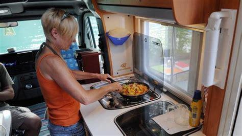 von outdoor bis wohnmobil die camping kueche richtig ausstatten