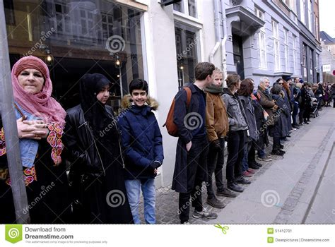 people chain for jews in denmark editorial photo image