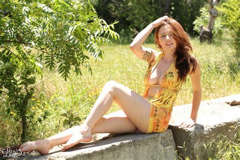 Lilyxo Short Dress Long Legs Goldens Girls Babe Blog