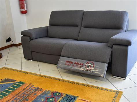 divani con movimento relax divano con movimento relax eros di felis in offerta outlet