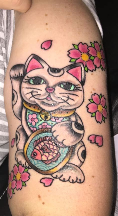 lucky in love tattoo best 17 maneki neko images on cat tattoos