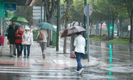 imagenes de otoño lloviendo llueve con fuerza en vigo y seguir 225 as 237 durante todo el