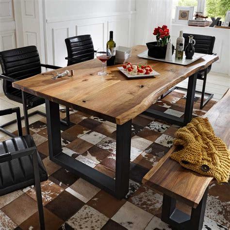 esstisch mit zwei bänken esstisch escoba aus akazie massivholz mit baumkante