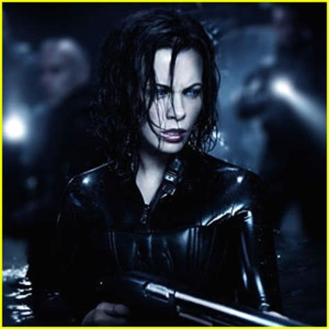 film underworld 5 kate beckinsale signs on for underworld 5 kate