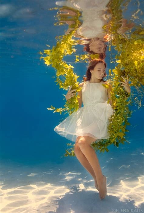 creative photography people underwater