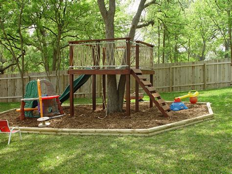 backyard fort for kids trying to find an easy but cool tree house to build for