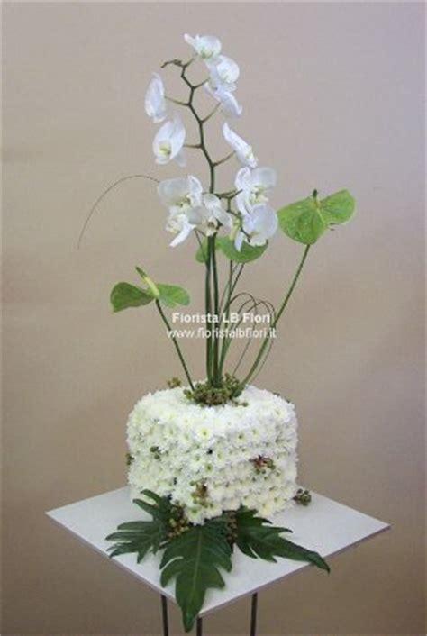 significato dei fiori anthurium cubo floreale con orchidee e anthurium consegna fiori