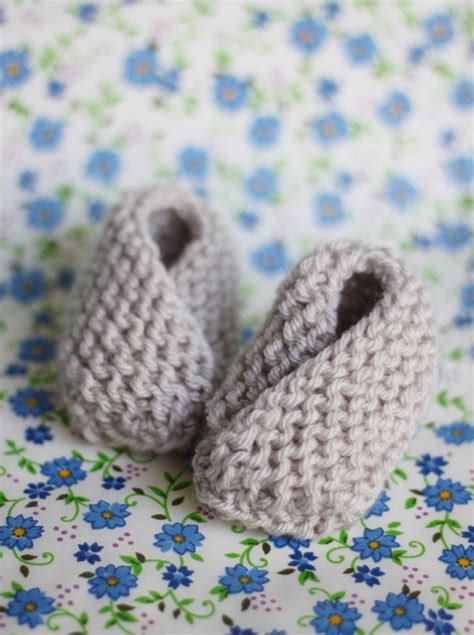knitted baby booties easy baby booties free knitting pattern