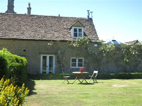 Cottages Tetbury by 2 Bedroom Cottage Near Golf In Tetbury 8139954