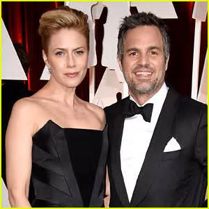 mark ruffalo hits oscars 2015 red carpet with wife sunrise