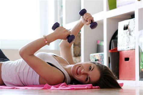 abdominales para mujeres en casa los mejores ejercicios fitness en casa para mujeres