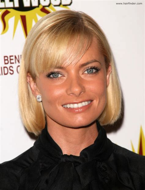 jaime pressly s chic short bob with the sides tucked back jaime pressly s trendy bob hair style with side swept bangs