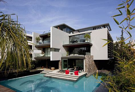 contemporary luxury villa with modern design in la