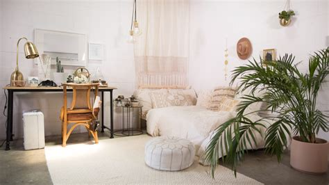 beachy neutral bedroom louvered doors boho beach style mr kate dorm room small bedroom decor 3 ways